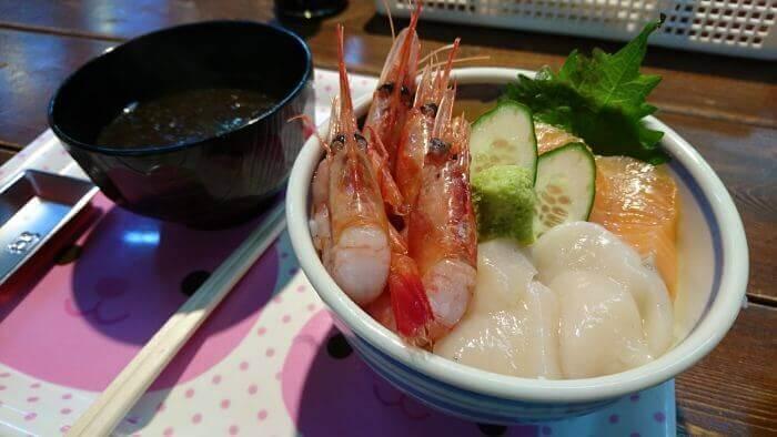 エビホタテサーモンの3色丼1000円
